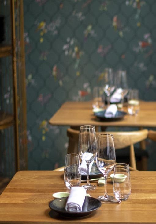 Mesas del restaurante KOKU
